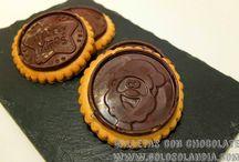 Galletas con chocolate / Galletas con chocolate Fácil receta paso a paso de unas pastas espectaculares. ¡Incluye video!  http://www.golosolandia.com/2014/11/galletas-con-chocolate.html