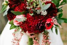 Wedding Flowers & Centerpieces / by Hope Waldrum