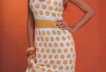 vestido branco de bolinha amarela