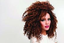 cabelos crespos afro