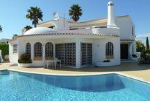 Vakantiehuizen Portugal / Op dit bord tref je een aanbod van vakantiehuizen in Portugal aan. Deze zijn veelal online via onze website Recreatiewoning.nl te boeken. Het huuraanbod op onze site is afkomstig van zowel particulier als zakelijke verhuurders.