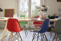 Vitra / Het prachtige designlabel Vitra vindt haar oorsprong in Zwitserland. Het assortiment bestaat uit schitterende meubels, verlichting en woonaccessoires. Bij elk van deze producten houdt Vitra rekening met de duurzaamheid en uniciteit. Ontdek de designklassiekers!