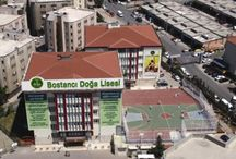 Doğa Okulları Bostancı Kampüsü / Doğa Okulları'nın 2004 yılında Gökdil Koleji ile Tepe Koleji`ni bünyesine katarak yeniden yapılandırdığı Bostancı Doğa, eğitime başladığı ilk yıldan itibaren sanatsal, sportif ve akademik başarılarıyla kendisinden söz ettiren bir okul haline geldi.