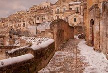 Basilicata - Nice Places / Il turismo della Basilicata è prevalentemente: Storico-culturale per quanto riguarda le città della Magna Grecia, le città d'epoca romana (Venosa, Grumentum), le città medioevali (Melfi, Miglionico, Tricarico, Valsinni), e i Sassi di Matera, testimonianza di civiltà preistoriche, rupestri e contadine. Balneare per quanto riguarda le due coste lucane, quella tirrenica (Maratea) e quella ionica (Metaponto, Pisticci, Scanzano Jonico, Policoro, Rotondella, Nova Siri).