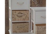 Seria Aluro Filatti / Seria Aluro Filatti prezentuje solidne meble w stylu prowansalskim, łączące praktyczność i elegancję.  Meble są w kolorze białym z różnymi dodatkami dekoracyjnymi, które dodają im niesamowitego uroku. Będą doskonałym dopełnieniem do każdego wnętrza.