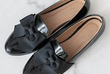 THE ICONICS. / The Iconics collection offers different shades of loafers to suit every occasion. These timeless and elegant loafers are called Portobello in honour of the vibrant street of Notting Hill. Leopard pony, glossy patent, fine matt leather, gros grain bow… The luxurious Iconics collection will fill you with wonder.