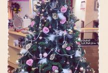 Stardust pink rose girly Christmas tree ! / We love girliness! This year we had a vision to create the girlies prettiest Christmas tree ever ! With pink shabby chic roses, white feathers, pearl beads and done gorgeous ornaments and baubles; this is a Christmas Tree for the goddesses!