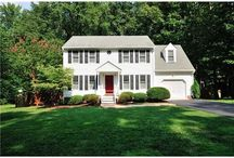 Great Homes For Sale / by Jenni Jennings