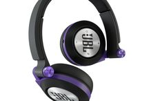 JBL E40BT Wireless Headphones / Bask your ears in bold JBL sound: large 40mm drivers with PureBass performance envelop your ears, delivering an expansive soundstage with clarity and precision. Bluetooth technology allows wireless connectivity with your smart devices, with single-button access access to hands-free, clear calling thanks to JBL echo-cancellation technology.