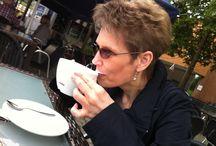 Café Klatsch mit ... / Ein Plausch zwischen Leser, Leserin und der Delmenhorster Schriftstellerin Katy Buchholz! / Wer Interesse hat, kann mir gerne eine Nachricht schicken. Auf Wunsch treffen wir uns und ich beantworte Ihnen alle Frage, die Sie über mich wissen wollen. Ich freue mich auf Sie. https://www.katy-buchholz.de/café-klatsch-mit