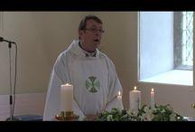 Vidioer ,præst der synger /tasker