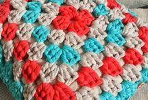almohadón de crochet