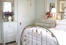 Soothing Shabby Bedrooms /  Relax and Destress