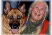 DoggieDog Hundpromenader & Hundpensionat / Jag erbjuder hundrasting i Bohus, Ale, Nordost Göteborg, Kungälv med omnejd  Hundpromenader är min specialitet och jag ser till hundens bästa. Jag: kör hem till er, tar ut hunden tillsammans med andra hundar så att er hund stärks mentalt, fyller på mat och vatten om det behövs, torkar av hunden vid behov, hundrastningen kan erbjudas alla dagar i veckan.   Alla raser är välkomna, och jag rastar gärna stora hundar.  www.doggiedog.se 031 - 7995775