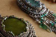 Piaf design - Medailons / Handmade necklaces made of Czech glass.