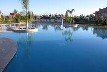 Piscines / Profitez des joies de l'eau, sur une des magnifiques résidences a proximité de Marrakech, tout près des principales destinations touristiques de Marrakech. A résidence Habiba, trouvez la satisfaction prolongé des moments de plaisir et de détente. une adresse du bien-être et joie de vivre a Marrakech.
