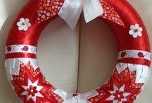 vánoční věnce a dekorace