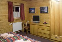Apartmán č. 2 / Penzión DAMI Sport / Ubytovanie v mezonetovom apartmáne (2 poschodia) s rozlohou  48 m2. Vybavenie: obývacia izba, podkrovie, 6 lôžok, sprcha, toaleta, manželská posteľ, chladnička, TV, free wifi.