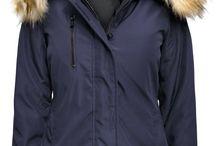 Kurtka Damska Ocieplana Kaptur Futerko Jenot Prosta na Wiosnę Jesień Zimę #119 FashionAvenue.PL / Najmodniejsza Elegancka Kurtka Damska Ocieplana Kaptur z Futerkiem Jenota Prosta Hit Najnowszy Model na Wiosnę Jesień Zimę 2016 / 2017 model #119 Promocja w sklepie FASHIONAVNUE