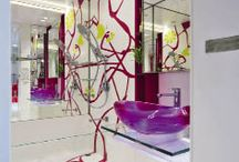 Bathrooms with Feature Walls / Creative Bathroom tiling, mural and artistic inspirational design ideas