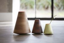PER/USE Etna / PER/USE Etna wooden vases designed by Frederic Richard (B). Available in 3 sizes and 2 finishes (oak / walnut).