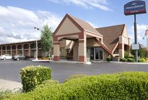 Our Hotel / For easy access to Oklahoma City and its many delights, stay at our Howard Johnson Inn Oklahoma City. Located off I-40, our pet-friendly hotel is near Will Rogers World Airport and State Fair Park.