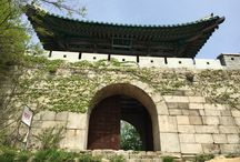 Bring It On Trail Run Check Point 3: Wooden Stairs3 & Daeseongmum(Castle gate) / 세번째 나무계단을 오르면 대성문에 도착 (Daeseongmum(Castle gate) is located upon the 3rd wooden stairs) GPS: 37.633209  126.977135 고도 (Altitude): 620m 대성문을 통과하면 이정표가 나옴, 산성탐방지원센터 방향으로 하산 (Pass Daeseongmum(Castle gate) you find a road sign and go to the Sanseong Information Center)