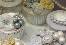 Cupcakes and Cookies / Cupcake and cookie designs, photos and recipes.