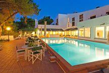 Puglia - Hotel Club Kyrie / La struttura è vicina al caratteristico villaggio di San Domino, a pochi metri da Cala Tramontana e a breve distanza dalle altre baie dell'isola.