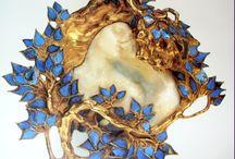 Zománc-, gyöngyház- és csontból faragott munkák - Enamel, mother of pearl and ivory carving works
