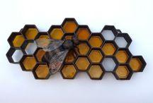 Пчёлы, соты, улей, мёд.