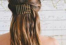 Grampos | Bobby Pins / Tem post novo no blog pra quem quer inovar nos penteados.  Vem conferir!  http://caroldoria.com/2016/06/cabelo-inovando-o-penteado-com-grampos