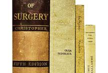 自然色のインテリア本 / ベージュ・カーキ・ブラウンなど、背表紙が自然色の本をまとめたインテリア用のデコラティブブック。