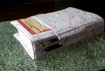 FUNDAS PARA BIBLIAS / by Edith Gama