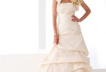 Wedding Dresses / by Mischa Wanzor