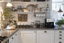 CHEZ JAMES / Kitchens that make my heart swoon!