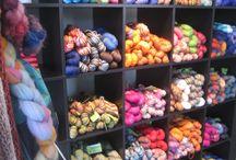 Magasin de laine Biscotte / La boutique de laine au Québec - Yarn shop in Quebec  Les Laines Biscotte est une boutique de laine et tricot établie à Saint-Bruno-de-Montarville depuis 2010 et nous fournissons tous les types de laine à notre clientèle locale, ou internationale. Nous sommes également les fiers créateurs, et unique fournisseur, de la très populaire laine Autorayanteᵐᶜ, teinte à la main par Biscotte, une pure laine du Québec.  Découvrez également notre magasin de laine en ligne http://leslainesbiscotte.com