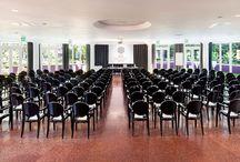 """Sale Congressi """"Codici"""" / Il centro congressi Da Vinci gode di un'ubicazione ideale per lo svolgimento di qualsiasi tipo di evento Ideale per convegni ad elevata densità numerica, può ospitare Congressi , Seminari, Meeting, Sfilate di moda, Showcase di automobili, presentazioni di prodotti, serate di Gala, Matrimoni, banchetti, premiazioni, conferenze stampa, esposizioni e celebrazioni di ogni genere.  Sala Congressi """"Codici"""": 360 mq; 23,50x16,50x2,90; Luce naturale"""