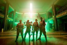Ghostbusters / Ghostbusters è diretto da Paul Feig, interpretato da Melissa McCarthy, Kristen Wiig, Kate McKinnon, Leslie Jones, Andy Garcia, Neil Casey e Chris Hemsworth. Al cinema da luglio 2016. #GhostbustersIT #whoyougonnacall
