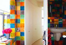 Värikäs huone