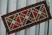 QUILTS TABLE RUNNERS, PLACEMATS & NAPKINS / by PAMELA KRUMM