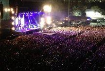 *concert*
