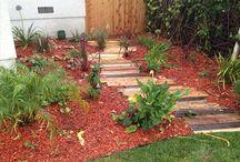 Pallet Wood Walkway / Pallet wooden walkway and diy wood pallet sidewalk is excellent ideas for your garden.