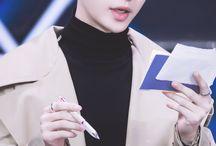 Exo yixing (Lay)