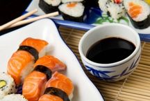 KURZ SUSHI PRAHA / Kurz Sushi je jedním z nejoblíbenějších kurzů vaření! Oblíbili jste si i vy japonskou kuchyni a hlavně sushi? Přijďte se přesvědčit, že ji dokáže připravit opravdu každý! V kurzu se naučíte, jak připravit třeba maki sushi s lososem nebo nigiri. Kurzem sushi vás provede zkušený šéfkuchař a sushiman Honza Hajný. Pro pokročilé: Můžete navštívit i kurz Sushi II.  Rezervace zážitku: http://www.impresio.eu/zazitek/kurz-sushi-praha
