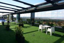 Hotel en Torrevieja - Cierre de Terraza / https://www.cerramientosabatibles.com/galeria/cierre-terraza-hotel-torrevieja  #CerramientosAbatibles #CortinasDeCristal #TechoMóvil #Terraza