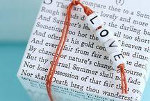 """OUUF...l'atelier typo, lettres, tricotin, liberty, fil de fer, wire / Retrouvez plein d'idées à essayer, adapter, découvrir, détourner avec les fournitures reçues dans l'envoi du mois de juillet 2015 sur le thème de """"l'Atelier typo"""" avec les matériaux : perles lettres, cordon Liberty, tricotin, fil aluminium, veralica Au Ver à Soie, feutres calligraphie Edding France(http://www.onceuponunefois.com)"""