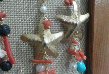 Monili / orecchini realizzati in ottone e pietre dure
