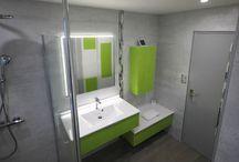Une salle de bain colorée