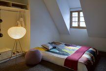 Belle de l'intérieur / Donner du caractère et du charme à votre maison passe par les travaux de finition et de décoration. L'habillage des sols, des murs ou encore le type d'escaliers peuvent transformer votre maison ! Alors plutôt béton ciré ou carrelage ? Peinture ou papier peint ? Escalier droit ou en colimaçon ? Retrouvez ici toutes nos idées pour vos travaux d'aménagement intérieur.